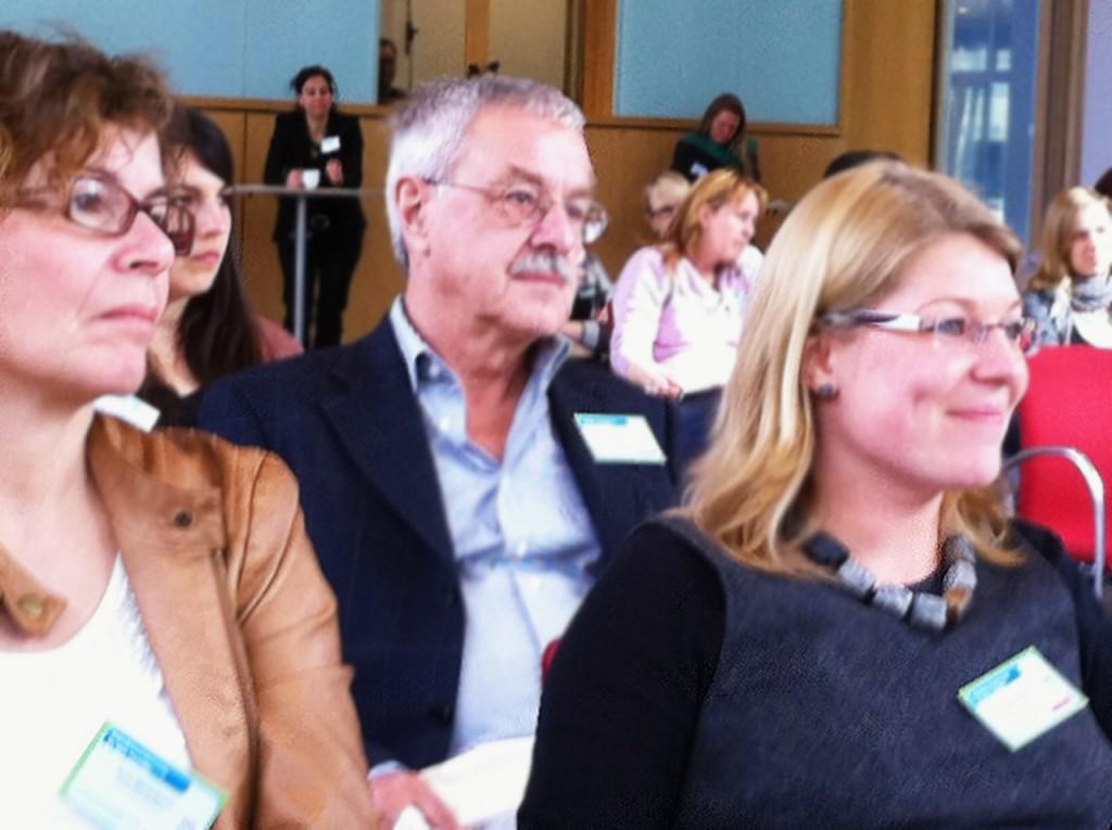 Günter Thiele, GMK-Projektbüro Berlin und Dr. Sonja Gangiun, die Tagungsmoderatorin, (c) Susanne Bergmann