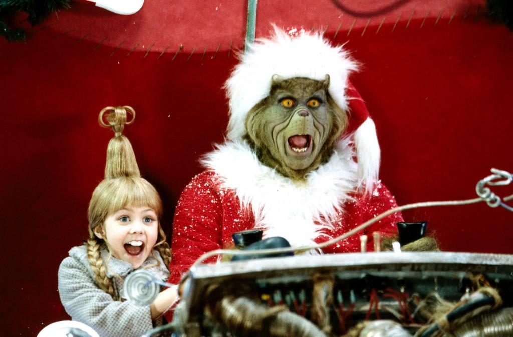 Die kleine Cindy Lou Who (Taylor Momsen) hat richtig viel Spaß mit dem Grinch (Jim Carrey)