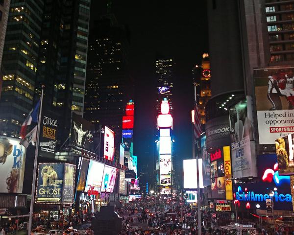 Leuchtreklamen-lichtermeer in New York (c) Luise Weigelt