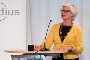 Dr. Ida Pöttinger hält die Laudation für medius-Preisträgerin Franziska Dettke © FSF