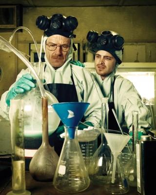 2. Staffel: Walter White (Bryan Cranston, li.) und Jesse Pinkman (Aaron Paul) (c) RTL NITRO