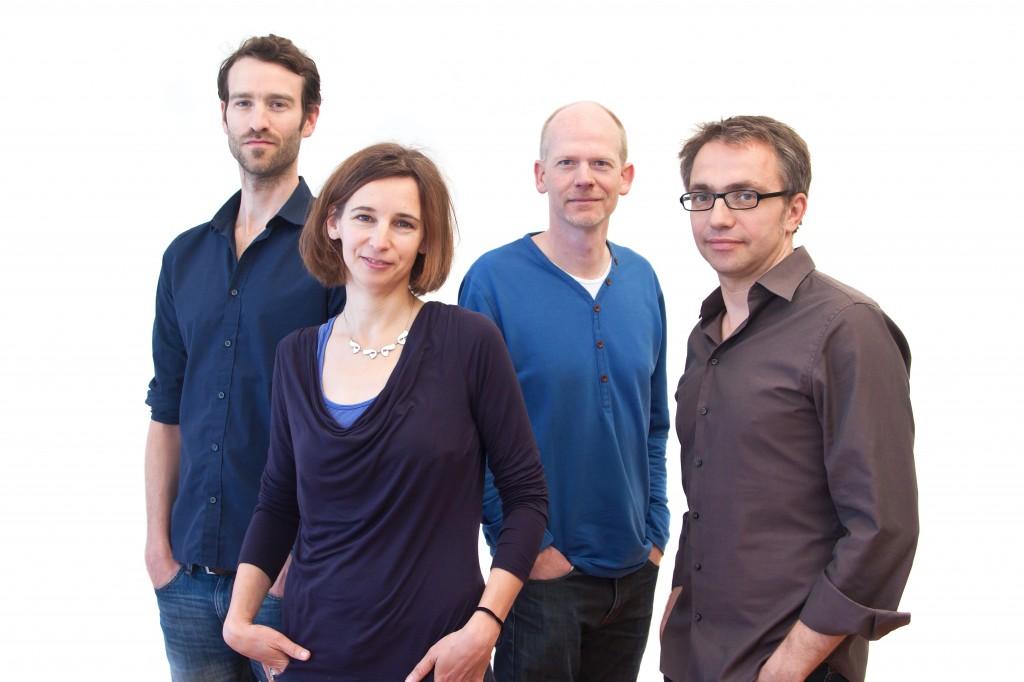 Das Medienpädagogen-Team hinter der DVD-ROM Faszination Medien (FaMe), v.l. Jens Baumgarten, Brigitte Zeitlmann, Christian Kitter und Leopold Grün © FSF