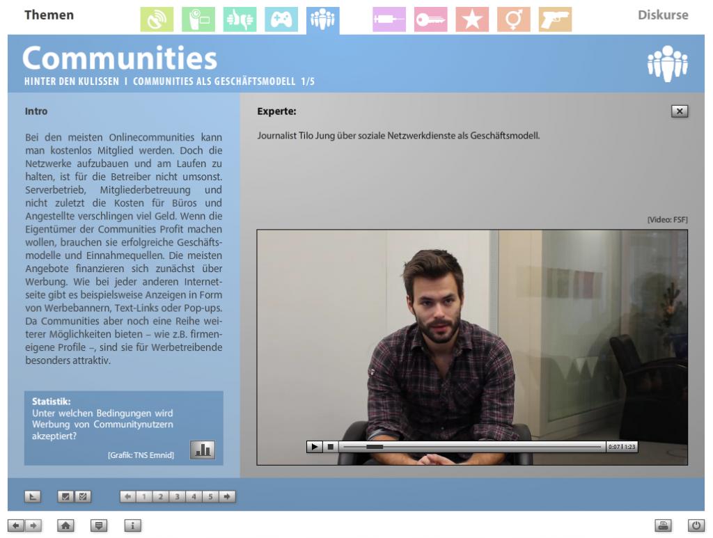 """Screenshot aus der multimedialen DVD-ROM """"Faszination Medien"""", Journalist Tilo Jung über soziale Netzwerkdienste als Geschäftsmodell © FSF"""