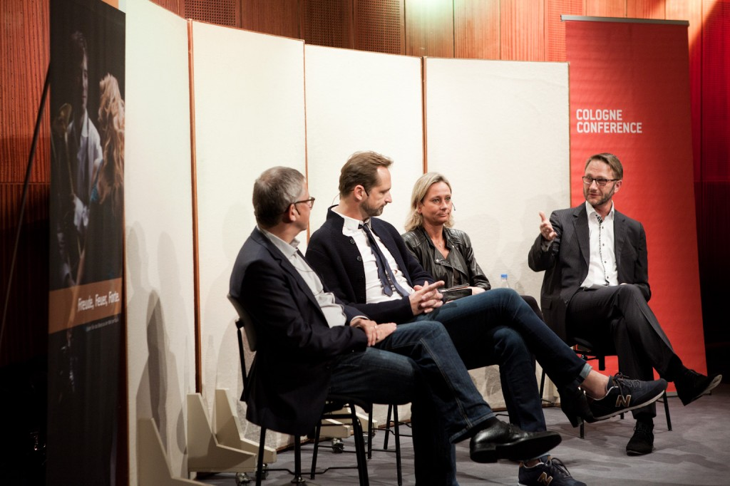 Podium Bildschirm oder Leinwand © Cologne Conference
