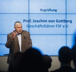 Prof. Joachim von Gottberg, waehrend seiner Ansprache. Berlin, 26.11.2014 © Thomas Trutschel/ photothek.net/ FSM