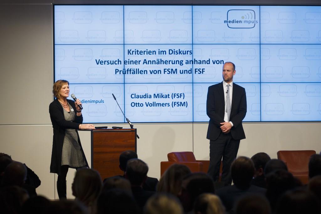 """medien impuls """"Schutz der Menschenwürde in den Medien"""". Claudia Mikat (FSF) und Otto Vollmers © Thomas Trutschel / photothek.net"""