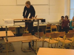 """Sich mit dem Thema Mauerfall einmal anders auseinadersetzten. Ausschnitt aus einem Video der im Rahmen des Workshops """"Kreativ im Internet"""" entstand (c) juki.de"""