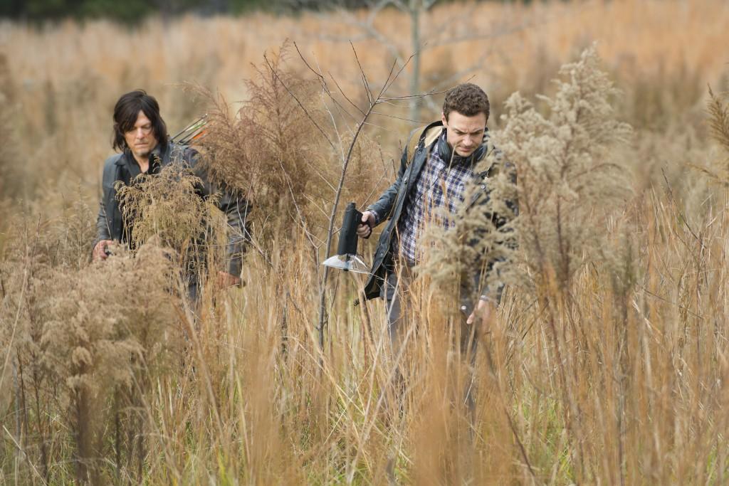 Norman Reedus als Daryl Dixon und Ross Marquand als Aaronv, The Walking Dead, Staffel 5 © Gene Page/AMC