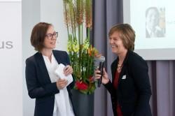 medius 2015, Moderatorin Christine Watty mit Claudia Mikat (Leiterin der FSF-Programmprüfung und Mitglied der medius-Jury) © FSF