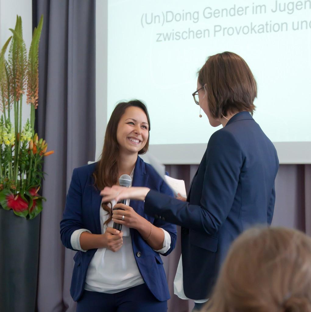 Den 3. Preis beim medius 2015 erhielt Nadine Grau, Moderatorin Christine Watty © FSF