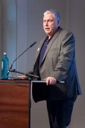 medien impuls von FSM und FSF am 26.11.2015 mit dem Titel: Nach der Reform ist vor der Reform: Bund und Länder streben eine umfassende Reform des Jugendschutzes an – aber welche? Begrüßung durch Joachim von Gottberg (FSF) © FSF
