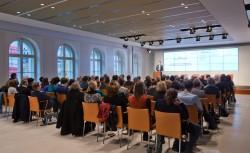 medien impuls von FSM und FSF am 26.11.2015 mit dem Titel: Nach der Reform ist vor der Reform: Bund und Länder streben eine umfassende Reform des Jugendschutzes an – aber welche? Blick ins Publikum, Referent Martin Drechsler (FSM) © FSF