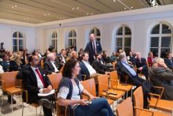 medien impuls von FSM und FSF am 26.11.2015 mit dem Titel: Nach der Reform ist vor der Reform: Bund und Länder streben eine umfassende Reform des Jugendschutzes an – aber welche? Fragen aus dem Publikum, stehend: Otto Vollmers (FSM) © FSF