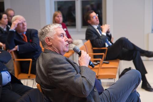 medien impuls von FSM und FSF am 26.11.2015 mit dem Titel: Nach der Reform ist vor der Reform: Bund und Länder streben eine umfassende Reform des Jugendschutzes an – aber welche? Fragen aus dem Publikum. Am Mikro: Joachim von Gottberg (FSF) © FSF