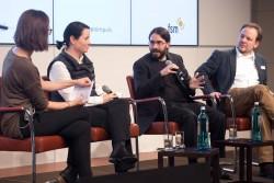 Klickvergrößernd: Diskussion: Digital ist besser? Möglichkeiten und Grenzen technischer Jugendschutzlösungen mit (Moderatorin Christine Watty) v.l.n.r.: Daniela Hansjosten (Mediengruppe RTL Deutschland und JusProg), Dr. Rolf Bardeli (Fraunhofer-Institut), Stephan Dreyer (Hans-Bredow-Institut) auf dem medien impuls von FSM und FSF am 26.11.2015 mit dem Titel: Nach der Reform ist vor der Reform: Bund und Länder streben eine umfassende Reform des Jugendschutzes an – aber welche? © FSF