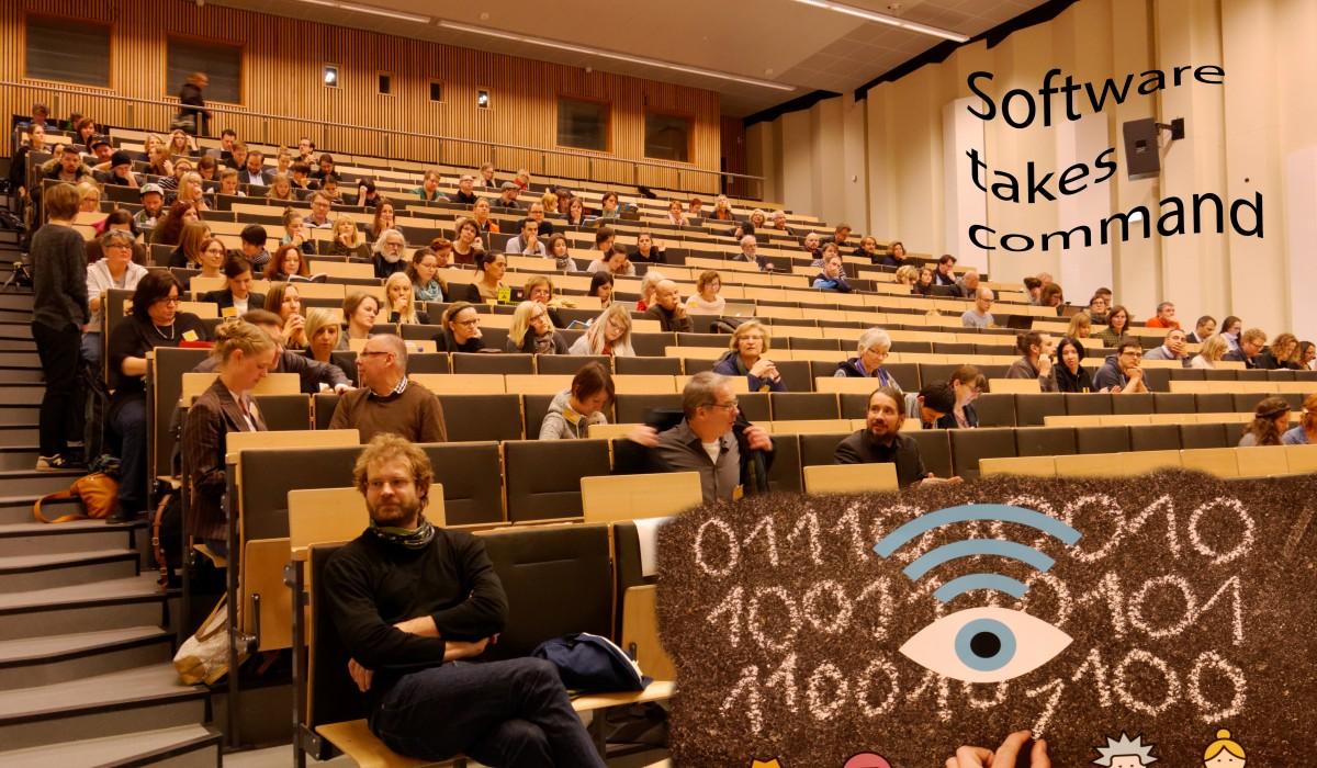 Plenum im Hörsaal mit Plakat, GMK-Forum 2016 © Bernward Hoffmann