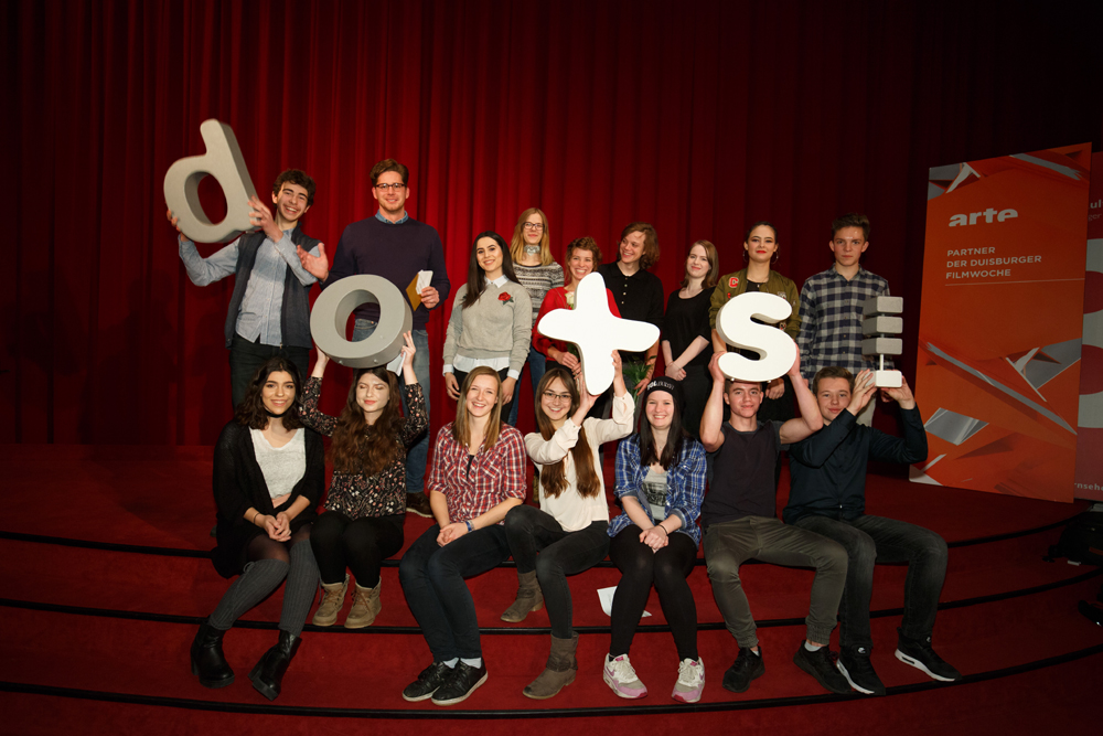 Jugendjury 2016 mit Christian Cerami (Preisträger GROSSE KLAPPE), Hannah Lotte Stragholz & Simon Steinhorst (Lobende Erwähnung der GROSSE KLAPPE) © doxs!/Sven Neidig