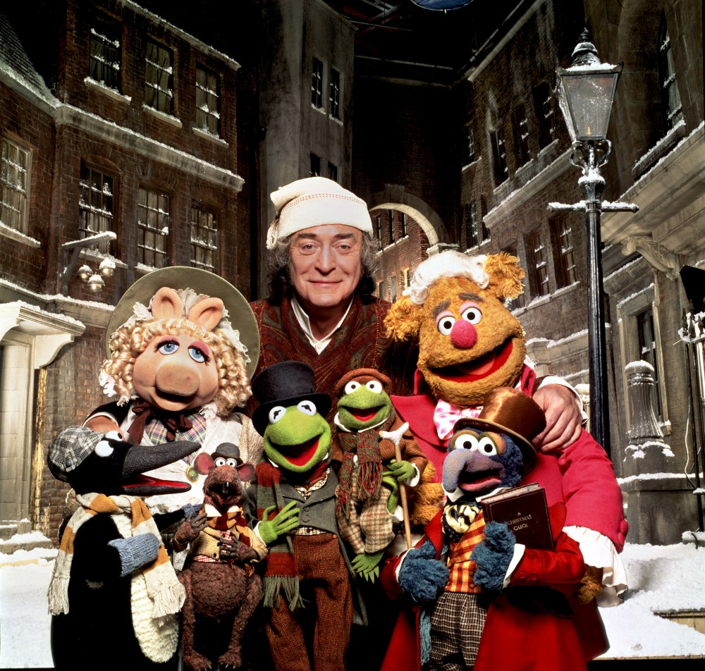 Michael Caine als Ebenezer Scrooge (Mitte), Muppet Christmas Carol, The © 1992 WALT DISNEY PICTURES