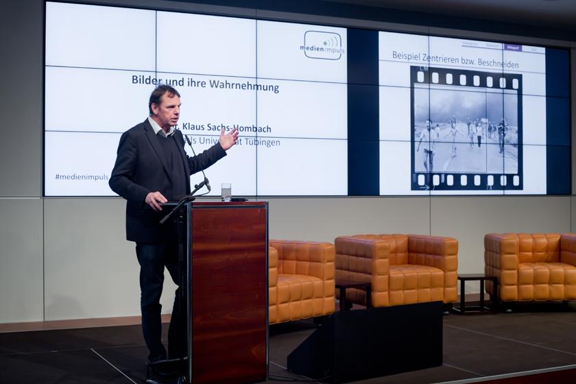 """Prof. Dr. Klaus Sachs-Hombach, medien impuls: """"Mächtige Bilder, ohnmächtige Ethik? Der verantwortbare Umgang mit Filmen und Fotografien"""" am 7.12.2017 in der Bertelsmann Repräsentanz Berlin. © sh/fsf"""