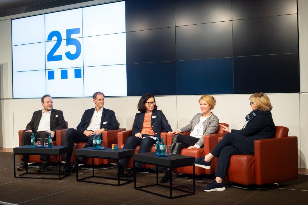 Talkrunde beim medien impuls (v.l.n.r.): Dr. Stephan Dreyer, Dr. Wolfgang Kreißig, Dr. Anja Bundschuh (Moderation der Talkrunde), Heike Raab, Annette Kümmel © FSF/sh